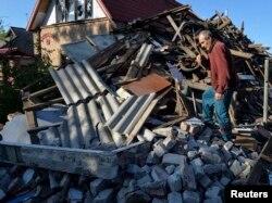 Дом, который был поврежден обстрелом, Авдеевка, май 2017 года