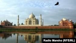 Мавзолей-мечеть Тадж-Махал в Индии, построенный по приказу правителя Шах-Джахана, предка Бабура.