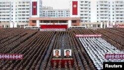 Праздник в центре Пхеньяна. Северная Корея, 29 сентября 2010 года.