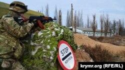 Українські прикордонники на адмінкордоні з Кримом