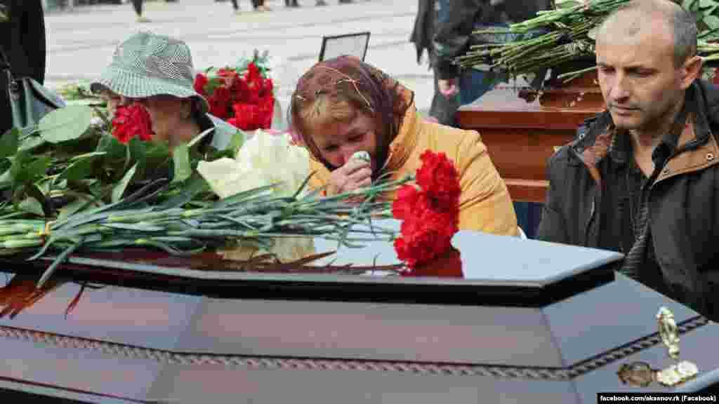 С жертвами трагедии прощаются родные и близкие