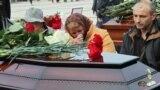 Церемония прощания с жертвами массового убийства в Керченском политехническом колледже. Керчь, 19 октября 2018 года