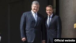 Президенти України та Франції Петро Порошенко та Емманюель Макрон