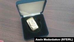 Кыргызстандын Улуттук банкы алтын куймаларды облустарда сата баштады