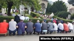 Muslimanski vernici tokom molitve u petak u Ali Pašinoj džamiji u Sarajevu
