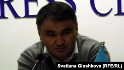 Жезқазған қаласында тұратын азаматтық белсенді әрі журналист Берік Жағыпаров. Астана, 23 сәуір 2014 жыл.