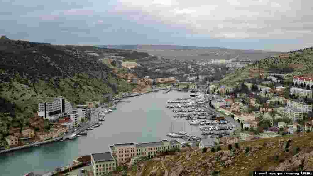 Вид на Балаклавську бухту з Кріпосної гори