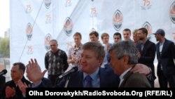 Ринат Ахметов і головний тренер футбольного клубу «Шахтар» Мірча Луческу, Донецьк, 13 травня 2011 року