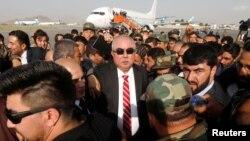 Ауғанстан вице-президенті Абдул Рашид Достумның (ортада) Түркиядан оралған сәті. Кабул, 22 шілде 2018 жыл.
