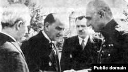 رضا شاه در دیدار با کمال اتاتورک، رییس جمهوری ترکیه