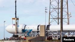 SpaceX компаниясынын ракетасы.
