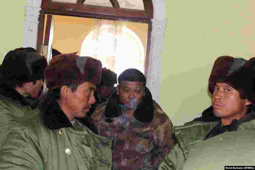Китайские рабочие в Куршабе были заняты на строительстве линии электропередач 220 кВ Датка - Узловая