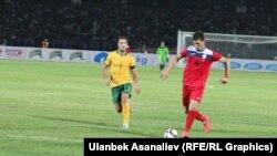 Кыргызстан менен Австралиянын футбол боюнча улуттук курама командаларынын беттеши. 16-июнь, 2015-ж. Бишкек.