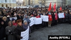 Казанда пенсионерлар транспорт ташламаларын бетерүгә протест белдерә