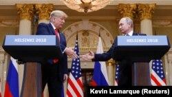 Дональд Трамп и Владимир Путин на пресс-конференции после встречи в Хельсинки, 16 июля 2018 года