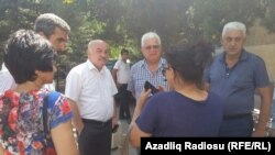 Перед зданием Бакинского суда по тяжким преступлениям. 31 августа 2015
