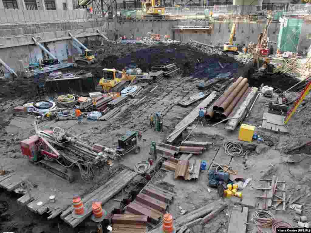 Будаўніцтва мэмарыялу памяці ахвяраў 11 верасьня 2001 году на месцы трагедыі ў Нью-Ёрку, верасень 2010 году.