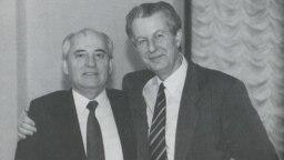 Михаил Горбачев и Зденек Млынарж. Москва, 13 декабря 1989 года
