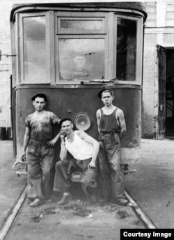 Алматы трамвай депосының Екінші дүниежүзілік соғысқа дейін түсірілген суреті. Фото «Алматыэлектротранс» МКК архивінен алынған.