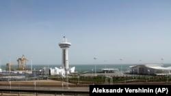 Каспий теңізі жағасында жаңадан ашылған порт. Түркіменбашы қаласы, 2 мамыр 2018 жыл.