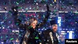Группа Sugarland выступает в новогоднюю ночь в Нью-Йорке