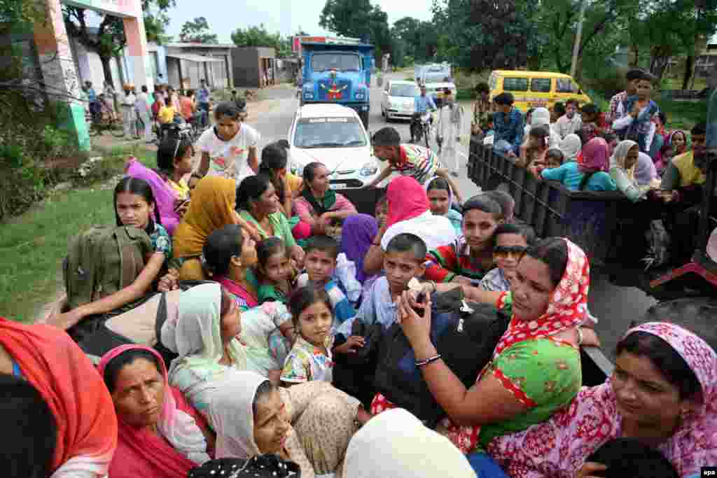 Indian villagers flee on a tractor trailer from areas allegedly shelled by Pakistan, in Chalyari village, 65 kilometers from Jammu.