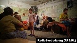 Підвал – прихисток жителів Донецька (фотогалерея)