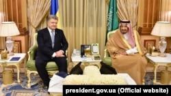 Президент України Петро Порошенко і король Саудівської Аравії Салман бін Абдулазіз Аль Сауд.