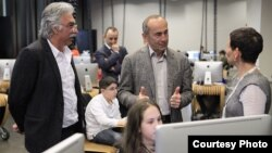 Armenia - Former President Robert Kocharian (C) visits the TUMO Center for Creative Technologies, Yerevan, 2Apr2015. (Photo courtesy of Tumo.org)