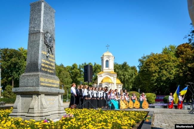 Під час відзначення 250-річчя від дня народження Івана Котляревського біля його могили. Полтава, 9 вересня 2019 року