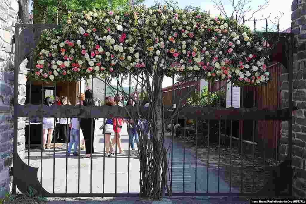 На вході у замок – «трояндове дерево»