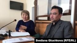 Адвокаты Нурбека Кушакбаева Гульнара Жуаспаева и Толеген Шаиков. Астана, 14 марта 2017 года.