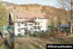 Готель Rigopiano di Farindola, на який зійшла лавина