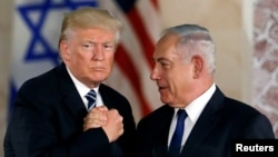 بنیامین نتانیاهو (راست) در کنار دونالد ترامپ
