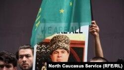 Майская протестная акция черкесских активистов в связи с арестом Аднана Хуаде, прошедшая у генконсульства России в Стамбуле
