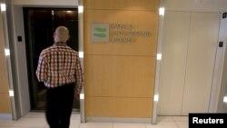 Дүниежүзілік допингке қарсы агенттік (WADA) кеңсесінде жүрген адам. Монреаль, Канада, 9 қараша 2015 жыл. (Көрнекі сурет.)