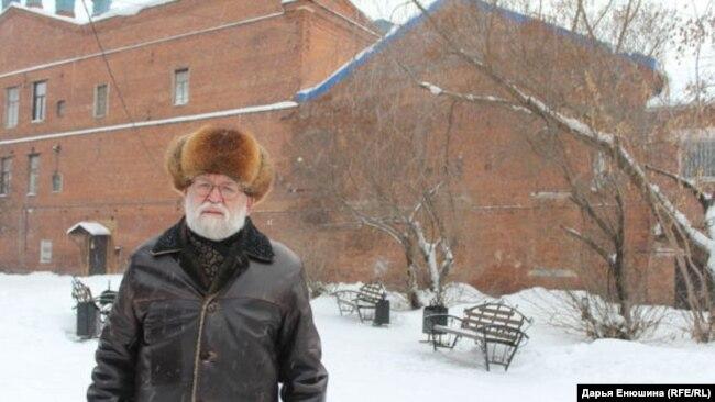 Виктор Фефелов на месте раскопок