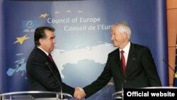 Президент Таджикистана Эмомали Рахмон в ходе посещения Европейской комиссии в Страсбурге, июня 2011 года