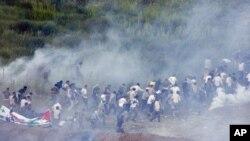 هجوم به سوی بلندیهای جولان در میان گاز اشکآور