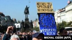 Прагадағы мигранттарға қарсы шеру. Қыркүйек, 2015 жыл. (Көрнекі сурет).