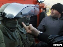 A barricade protester gestures at KFOR soldiers in Jagnjenica on October 20.