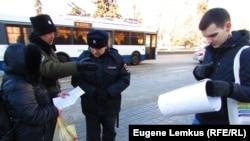 Патрульные полицейские не стали реагировать на действия казака