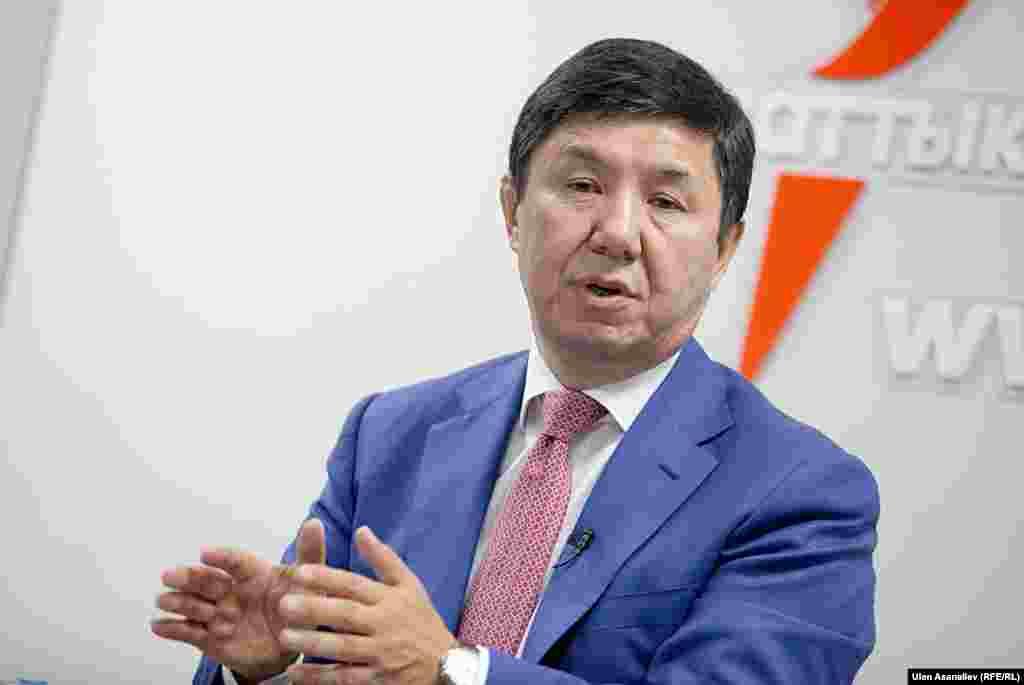 """Темир Сариев во время интервью """"Азаттыку"""""""