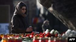 """На акции """"Возвращение имен"""" у Соловецкого камня в Москве 29 октября 2014 года."""