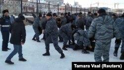 Разгон мирного шествия в казахстанской столице в День Независимости. 16 декабря 2019 года.