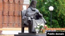 Памятник Валентину Феликсовичу Войно-Ясенецкому в Красноярске