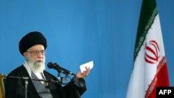 Верховный лидер Ирана аятолла Али Хаменеи. Тегеран, 7 января 2015 года.