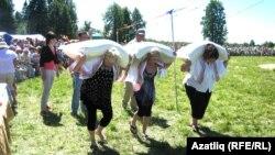 Удмуртиянең Яган авылы Сабантуе күренешләре