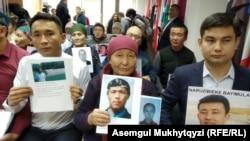 Родственники узников «лагерей» в Синьцзяне на пресс-конференции. Нур-Султан, 27 ноября 2019 года.
