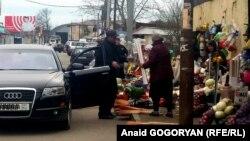 Проинспектировав город, новый градоначальник потребовал от администрации рынка убрать торговцев с городских улиц